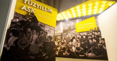 """Türk sinema seyircisinin """"Yüzyıllık Aşk""""ını serginin küratörleri Gökhan Akçura ve Müge Turan'a sorduk"""