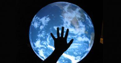 Christopher Guess'in sanal uzayı bu akşam Space Debris'te!