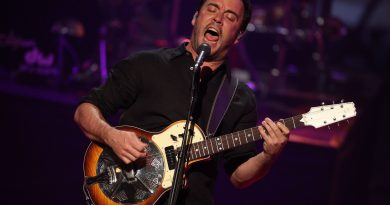 "Dave Matthews Band'den yeni şarkı: ""Black and Bluebird"""