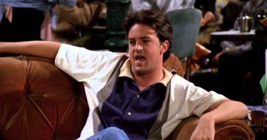 """Matthew Perry'nin yeni yaşı şerefine, """"Friends""""ten efsane Chandler Bing kahkahaları!"""