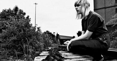 Günün şarkısı: Anika – No One's There