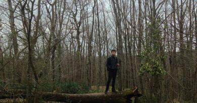 Günün şarkısı: Ağaçkakan – Dünyadan Şüpheliyim