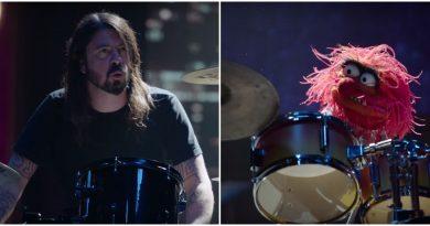 """Video: Dave Grohl ve """"The Muppets""""tan Animal davul yeteneklerini yarıştırıyor!"""