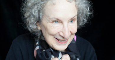 """Margaret Atwood kariyerinin ilk grafik romanını Dark Horse'tan yayınlıyor: """"Angel Catbird"""""""