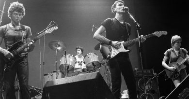Günün şarkısı: Talking Heads – Take Me To The River