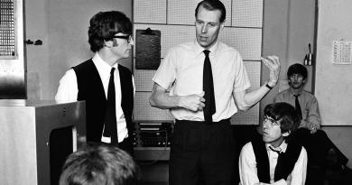 """""""Beşinci Beatle"""" George Martin, 90 yaşında hayatını kaybetti"""