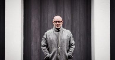 Günün şarkısı: Brian Eno – Fickle Sun (iii) I'm Set Free