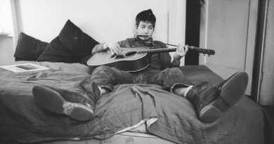 Günün şarkısı: Bob Dylan – Blowing In The Wind
