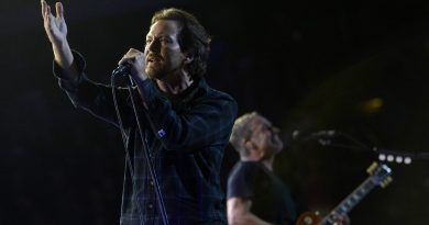 "Pearl Jam'den Suicide yorumu: ""Dream Baby Dream"""