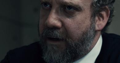 """Luke Scott'ın ilk filmi """"Morgan""""dan Paul Giamatti'li kısa bir sahne"""