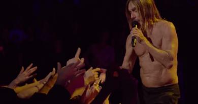 """Iggy Pop, """"Live From The Albert Hall"""" konser albümünden """"Passenger"""" performansını yayınladı"""