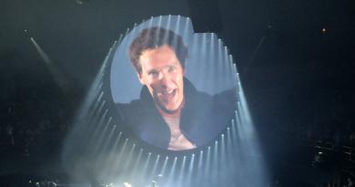 "Benedict Cumberbatch ve David Gilmour'dan ""Comfortably Numb"" performansı"