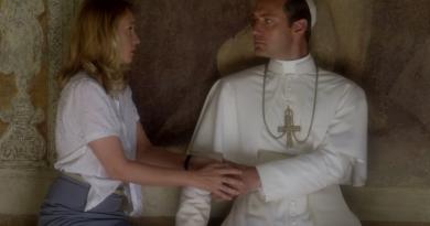 """Paolo Sorrentino'nun HBO'da yayınlanacak dizisi """"The Young Pope""""dan kısa bir fragman"""