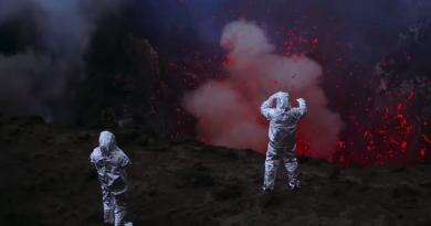 """Werner Herzog belgeseli """"Into The Inferno""""dan nefes kesen görüntüler"""