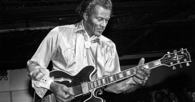 Günün şarkısı: Chuck Berry – Almost Grown
