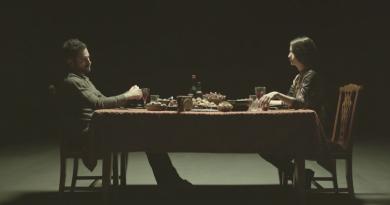 """Barlas Tan Özemek, ilk teklisi """"Ayna Kırıldı""""nın klibiyle karşımızda"""