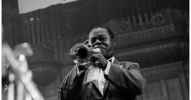 """5 farklı yorumuyla, Louis Armstrong klasiği """"We Have All The Time In The World"""""""