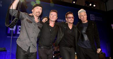 "U2, Noel Gallagher'la birlikte Oasis klasiği ""Don't Look Back In Anger""ı söyledi"