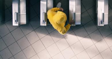 Günün kısası: Mr. Yellow Sweatshirt