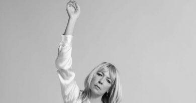 Kim Gordon durmuyor, iki yeni albüm yolda