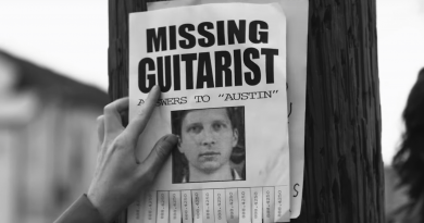 "Parquet Courts kayıp gitaristinin peşinde: ""Mardi Gras Beads"""