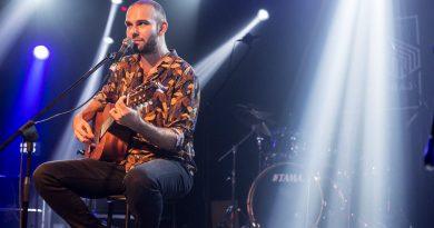 Barlas Tan Özemek, akustik performansıyla Bonkis'te