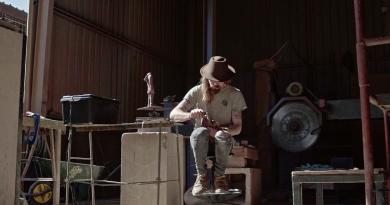 """Malzemeden duygulara, bir heykeltraşın yaratım süreci: """"The Maker"""""""