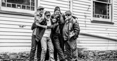 Pixies albümünün detayları, ilk teklisi ve podcast yayını