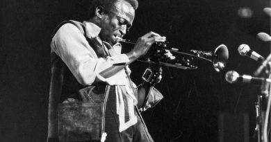 """Miles Davis'in kayıp albümü """"Rubberband""""den bir şarkı daha"""
