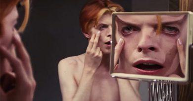 """David Bowie'nin rol aldığı """"The Man Who Fell to Earth"""" filmi diziye dönüşüyor"""
