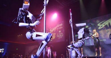 """Dünya dönüyor: Fransa'da izleyeni dikizleyen robot striptizciler, İsveç'te reddedilen """"TRUMP"""" plakası talebi ve diğerleri"""