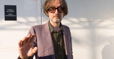 "Jarvis Cocker'ın protest şarkısı ""Running The World""e Kaiser Quartett yorumu"