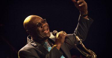 Kamerunlu müzisyen Manu Dibango, COVID-19 salgınına yenik düştü