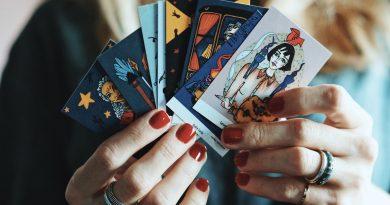"""""""30 cadı yazar"""", Vuslat Çamkerten'in çizimleriyle bir arada: """"Suda Batmayanlar"""""""