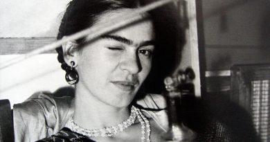 """de Young Müzesi'nden Frida Kahlo sergisi: """"Görünüşler Aldatıcı Olabilir"""""""