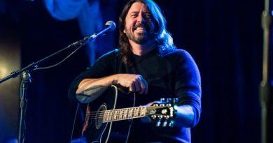 Dave Grohl, karantinadaki farklı ruh hallerine eşlik edecek bir playlist hazırladı