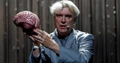 "David Byrne'den pandemi sonrası toplumsal değişim umuduna dair: ""Now Anything Is Possible"""