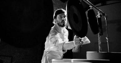 """Berke Can Özcan'dan bir davul güzellemesi: """"The Drums"""""""