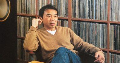 Haruki Murakami, iki saat boyunca plak koleksiyonunun başında