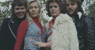 Yeni ABBA parçaları isteyen?