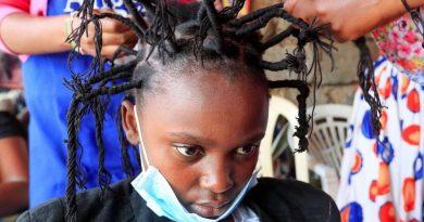 Dünya dönüyor: Kenya'da yaygınlaşan corona virüsü göndermeli saç modeli, İsveç'te 30 bin kişilik buluşmayı tavuk gübresiyle engelleme girişimi ve diğerleri