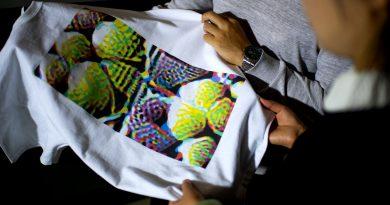 Gözetlenmeye karşı bir direniş biçimi olarak rengârenk bir tişört