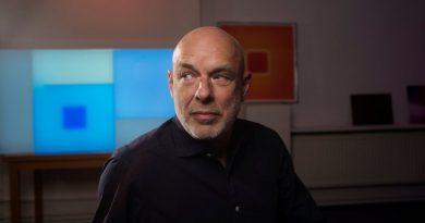 Brian Eno'dan 45 yıllık film müziği derlemesi