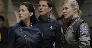 """Ufukta beliren iki yeni """"Battlestar Galactica"""" projesi"""