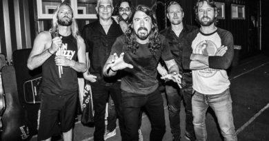 Foo Fighters yeni yılı yeni şarkıyla açtı