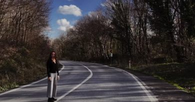 """Lara Di Lara'yla ağaçların çevrelediği bir yolda yürüyoruz: """"Bekledim"""""""
