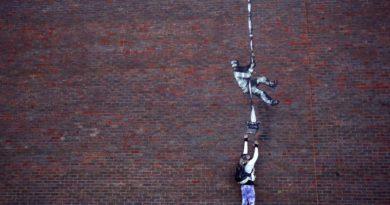 Reading Hapishanesi duvarında beliren Banksy işinin gizemi çözüldü