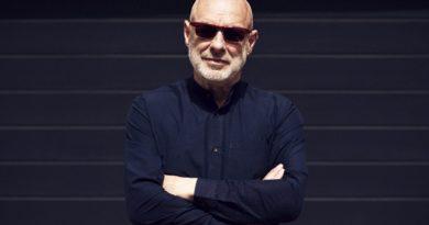 """Brian Eno'dan """"Back to Earth"""" projesi için ses tasarımı"""