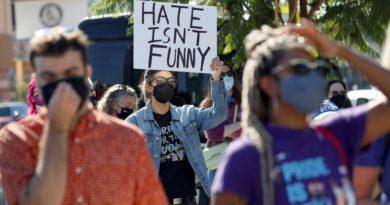 Netflix çalışanları, Dave Chappelle'in transfobik şovuna karşı ayakta