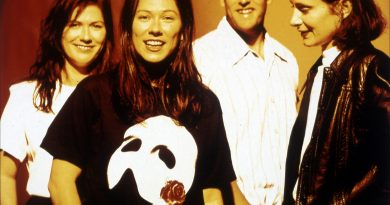Günün şarkısı: The Breeders – Happiness Is A Warm Gun